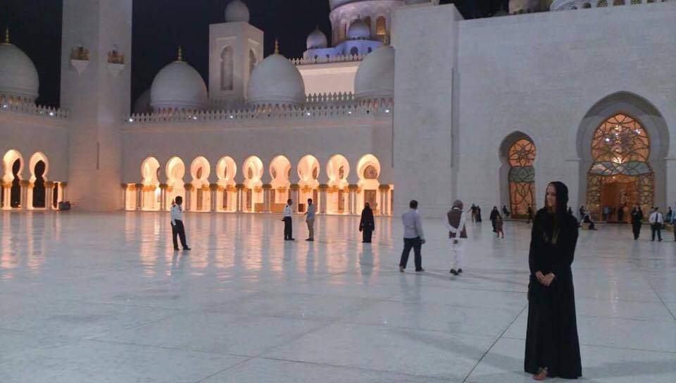girl-mosque